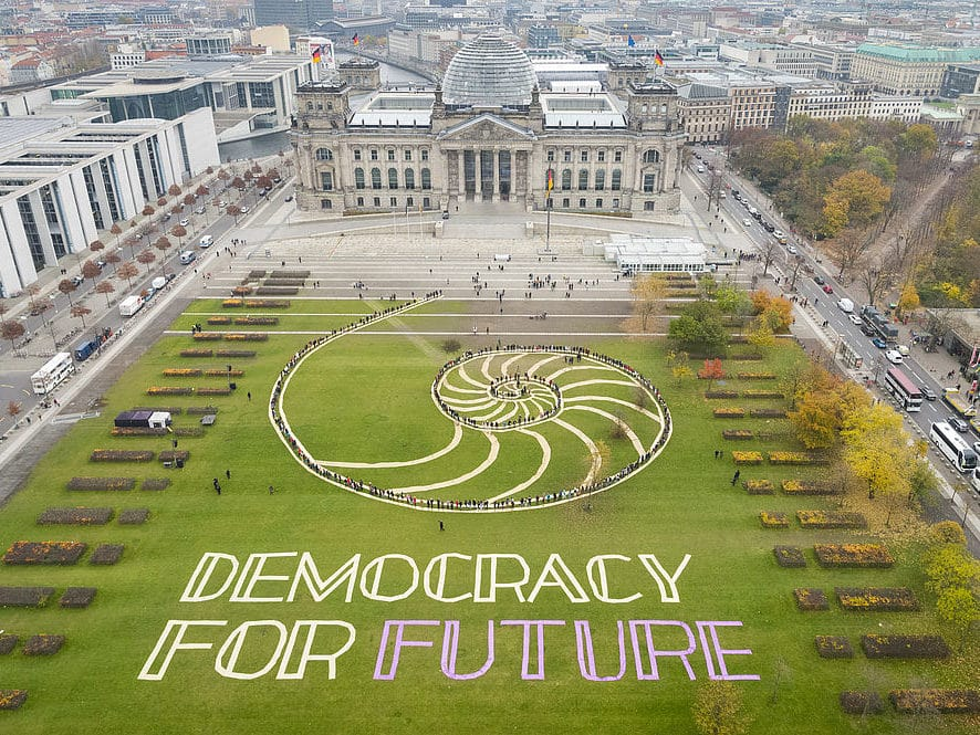 Foto Kunstaktion Aerial Art Reichstag